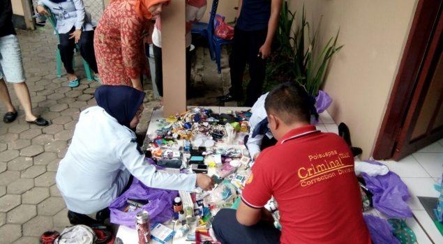 Petugas Gabungan Geledah Kamar WBP Lapas Perempuan Martapura
