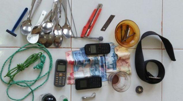 Sidak Kamar WBP Narkoba, Petugas Rutan Pinrang Temukan HP dan Uang