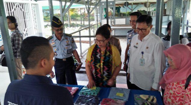 Tas Rajut WBP Rutan Balikpapan Diborong Rombongan Deputi Kementerian PPPA
