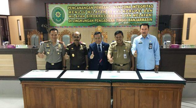 Kakanwil Kalsel Teken Komitman Zona Integritas Menuju WBKWBBM