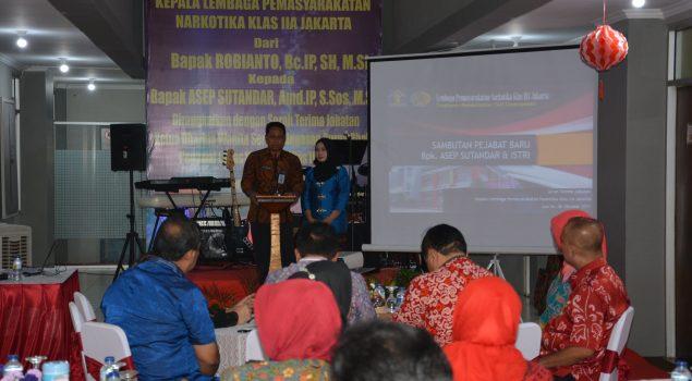 Robianto Serahkan Jabatan Kalapas Narkotika Jakarta kepada Asep Sutandar