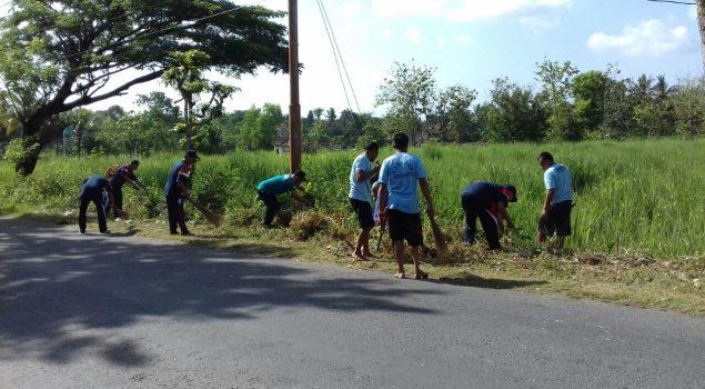 Petugas & WBP Rutan Bantul Kerja Bhakti Bersihkan Jalan