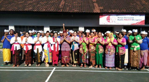 Nuansa Pakaian Adat Bali Warnai HDKD di Rutan Negara