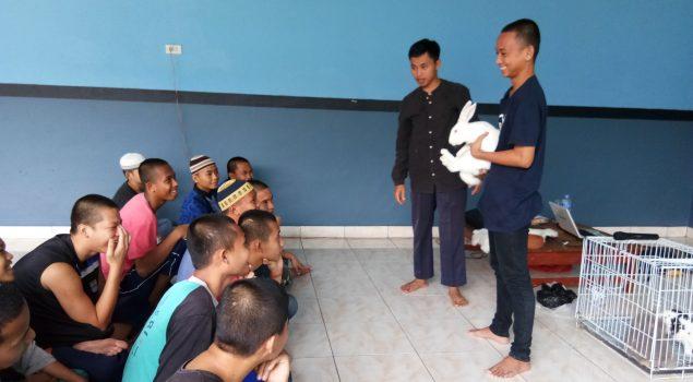 Anak LPKA Pangkalpinang Belajar Budidaya Kelinci