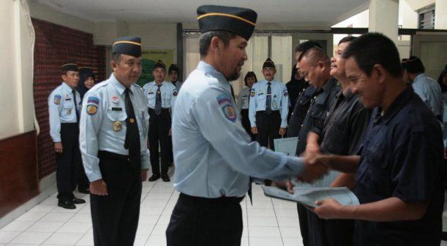 Petugas Bapas Yogya Berbagi Kasih dengan Tenaga Honorer