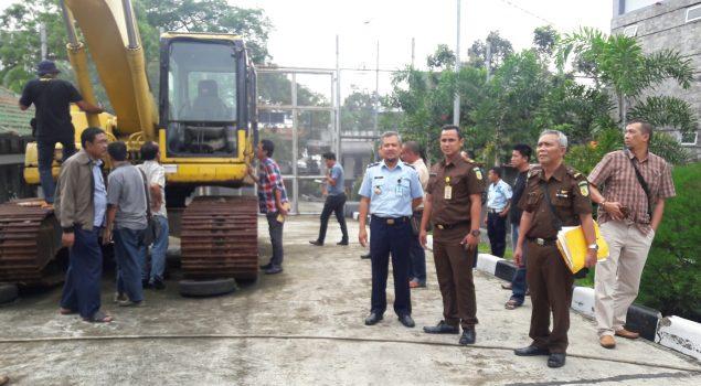 Peserta Lelang Tinjau Barang di Rupbasan Bandung