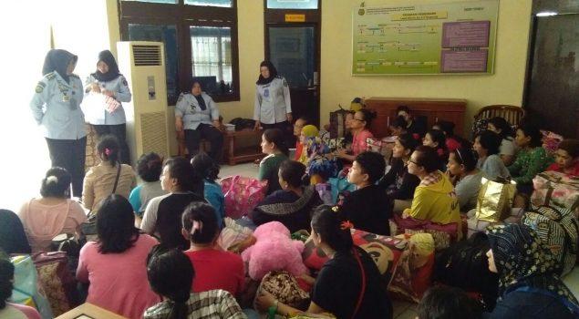 WBP Pindahan ke Lapas Perempuan Tangerang Dicek Kesehatan & Urin