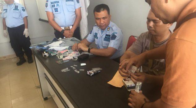 Rutin Gelar Razia, Lapas Batam Berhasil Amankan 7 Paket Sabu dari Dalam Lapas
