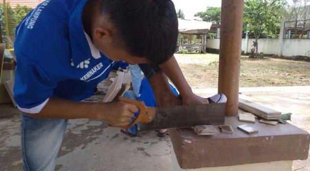 Usai Materi, Anak LPKA Lampung Praktik Pertukangan Kayu