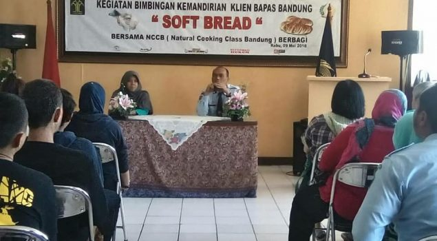 Klien Bapas Bandung Belajar Membuat Soft Bread