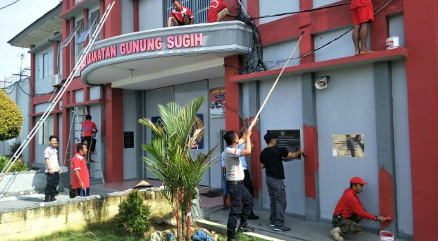 Pasukan Merah Putih Narapidana Lapas Gunung Sugih Cat Gedung Kantor