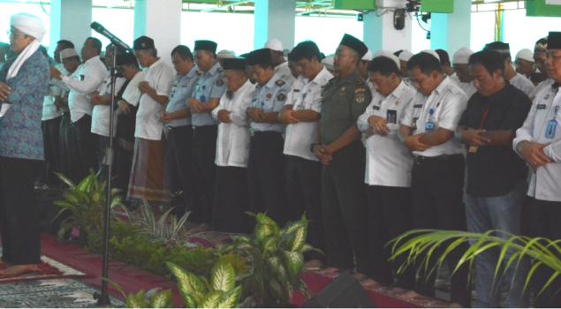 Usai Dzuhur Berjamaah, Aa Gym Tausyiah di Lapas Narkotika Jakarta