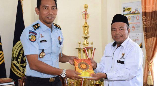 Tambahan 10 Al Quran Bantu Pembinaan di Rutan Pinrang