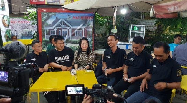 Trabas Band Hibur Pengunjung RM Mas Miskun Salemba
