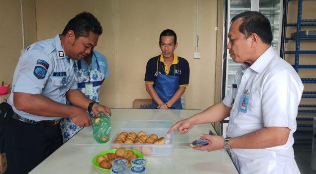 Dir. Binapi Latkerpro Puji Kelezatan Roti Produksi Lapas Batam