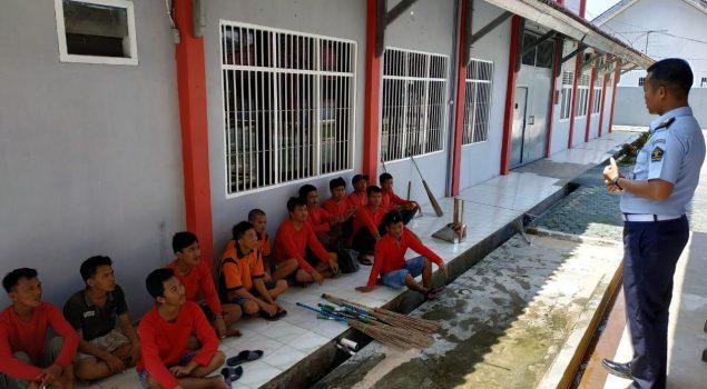 Gerakan Bersih-Bersih Rutan Lampung Ciptakan Kenyamanan