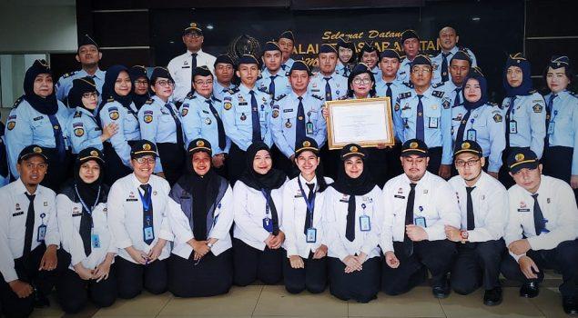 Bapas Jakarta Pusat Mendapatkan Penghargaan Pelayanan Publik Berbasis HAM