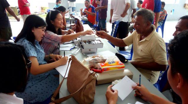 Pemeriksaan Kesehatan, WBP Rutan Manado Dapat Kacamata Gratis