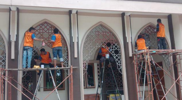 Petugas & Napi Lapas Sragen Bakti Sosial Mengecat Masjid