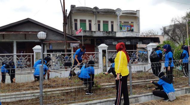 CPNS LPP Sigli Bersihkan Lingkungan Masjid Baitul A'la Lil Mujahidin