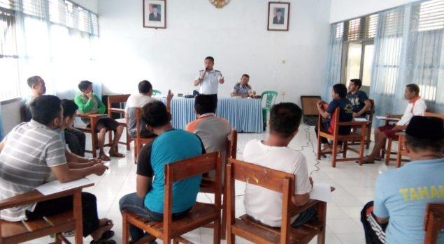 Karutan Majene Ajak WBP Diskusi Bahasa Inggris