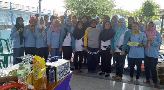 Kalapas Perempuan Lampung Terjun Langsung Ajari WBP Buat Kue