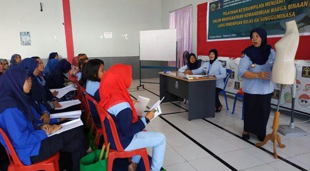 WBP & Petugas LPP Sungguminasa Belajar Menjahit