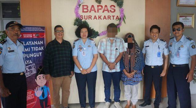 Laksanakan Rehabilitasi, Klien Narkotika Bapas Surakarta Diserahkan ke YCKB