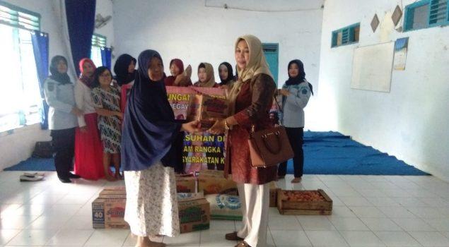 Dharma Wanita Rutan Batang Bakti Sosial di Panti Asuhan