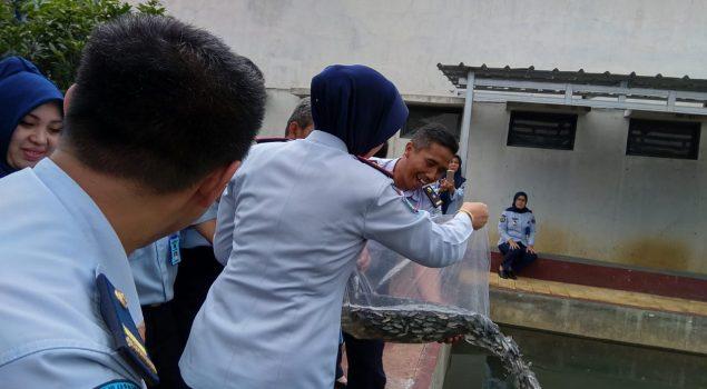 Kepala LPKA Bandung Resmikan Kolam Ikan Untuk Pelatihan Kemandirian Andikpas
