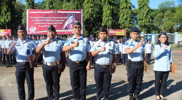 Berikan Penghargaan Kepada 5 Pegawai Terbaik, Kalapas Makassar Inginkan Seluruh Pegawai Terinspirasi
