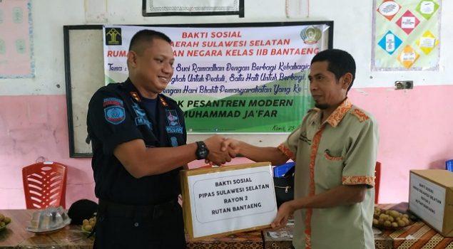 DWP Rutan Bantaeng Beri Bantuan Bagi Ponpes Modern Syekh Muhammad Jafar