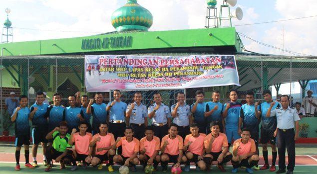 Jalin Persaudaraan, WBP Lapas Pekanbaru Tanding Futsal Dengan WBP Rutan Pekanbaru