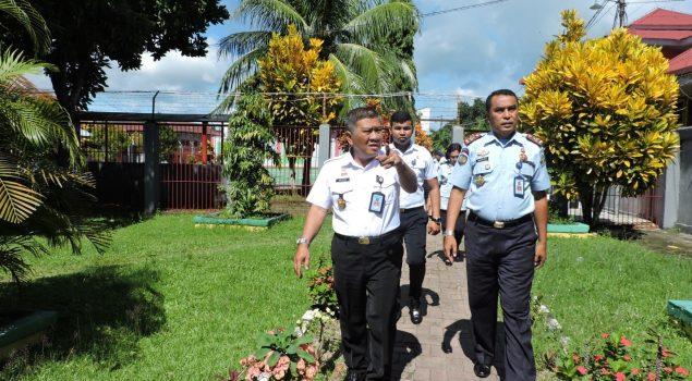 Kakanwil Maluku Tinjau Penataan Ruang Kerja Lapas Ambon