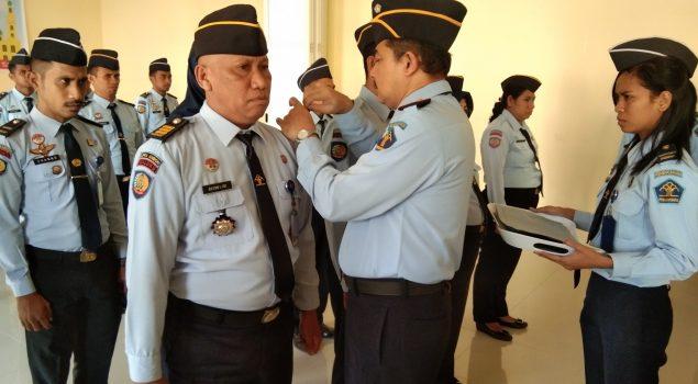 LPKA Ambon Gelar Penyematan Tanda Pangkat dan Pemberian Kartu Pegawai