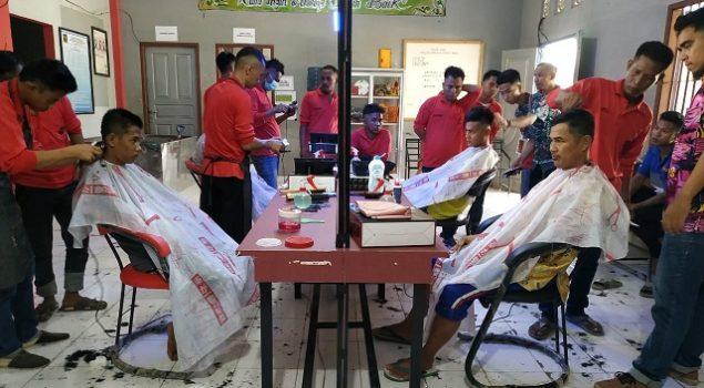 WBP Lapas Banyuasin Belajar Teknik Barbershop