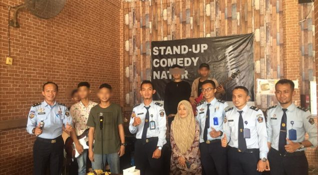 Anak LPKA Bandar Lampung Hibur Pengunjung Rumah Makan Hits