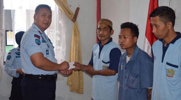 Warga Binaan Rutan Purworejo Terima 'Gaji'