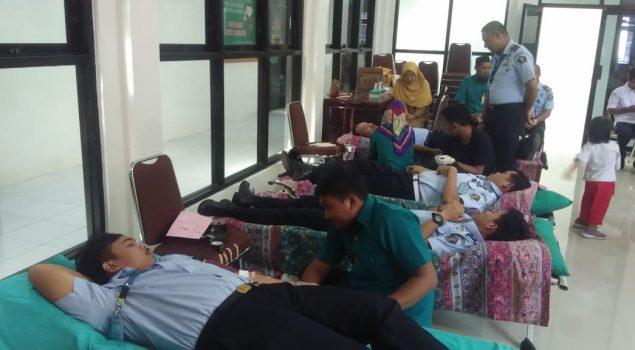 Jajaran Rutan Bantaeng Donorkan Darah di Kejari Bantaeng