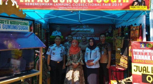 Kain Tapis Khas Lampung Karya Napi Lapas Gunung Sugih Mejeng di Correctional Fair 2019