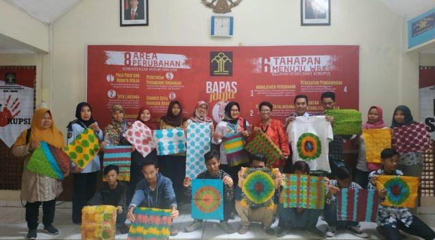 Pemberdayaan Klien Bapas Jogja Melalui Pelatihan Pembuatan Batik Shibori