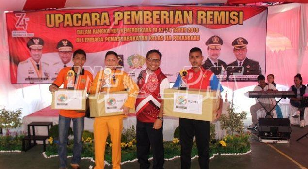 Petugas & WBP Pemenang Lomba di Lapas Pekanbaru Raih Hadiah