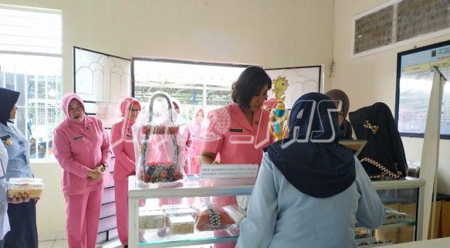 Marawis & Tarian WBP Sambut Kedatangan Anggota Bhayangkari Lampung