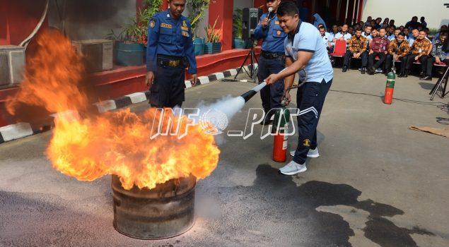 Petugas LPN Jakarta Simulasi Penanganan Bahaya Kebakaran