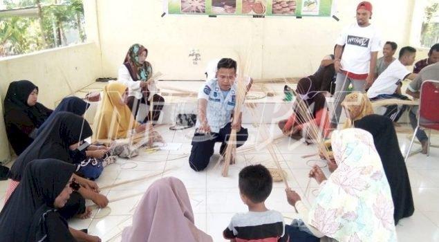 Pas to Mas Rutan Majene Beri Pelatihan Industri Kerajinan Rumah Tangga