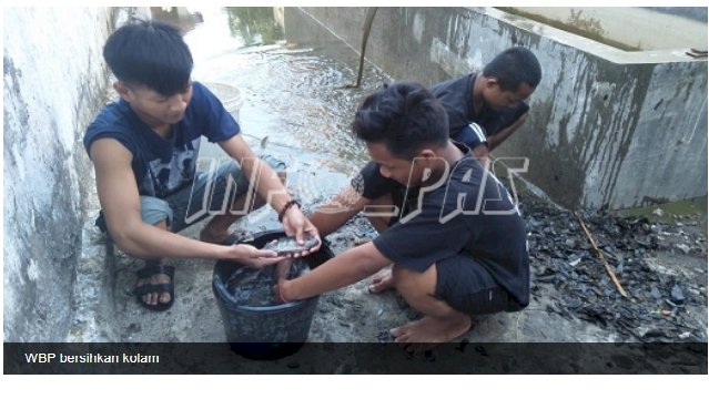 Bersihkan Kolam, WBP Dukung Produktivitas Rutan Bantaeng