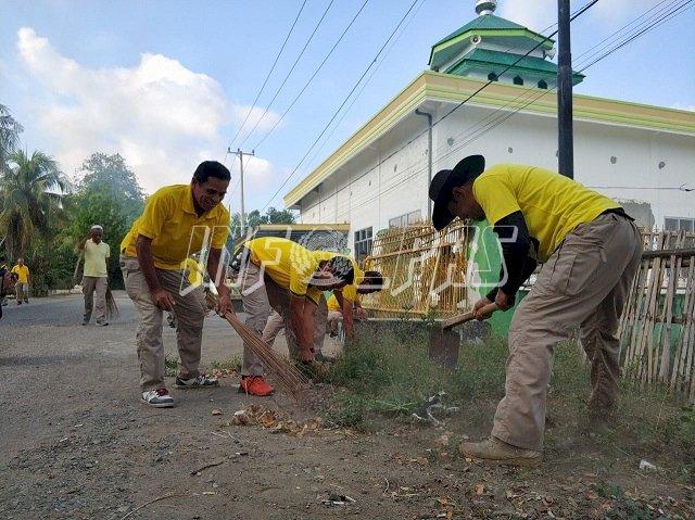 Petugas Lapas Watampone Kerja Bakti Bersihkan Masjid Miftahu Khair