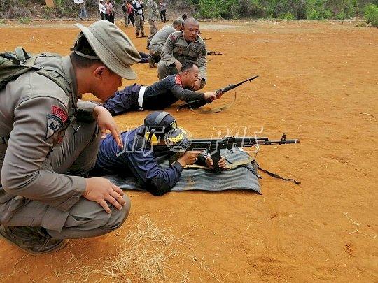 Puluhan Petugas Lapas Watampone Tingkatkan Kemampuan Menembak