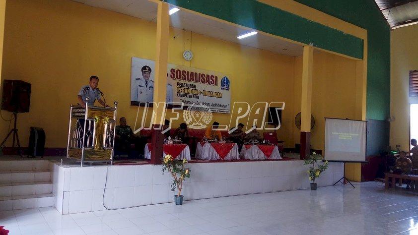 Kasubsi Registrasi Lapas Watampone Paparkan Peran Lapas Dalam Sosialisasi Peraturan Perundang-Undangan Kab. Bone