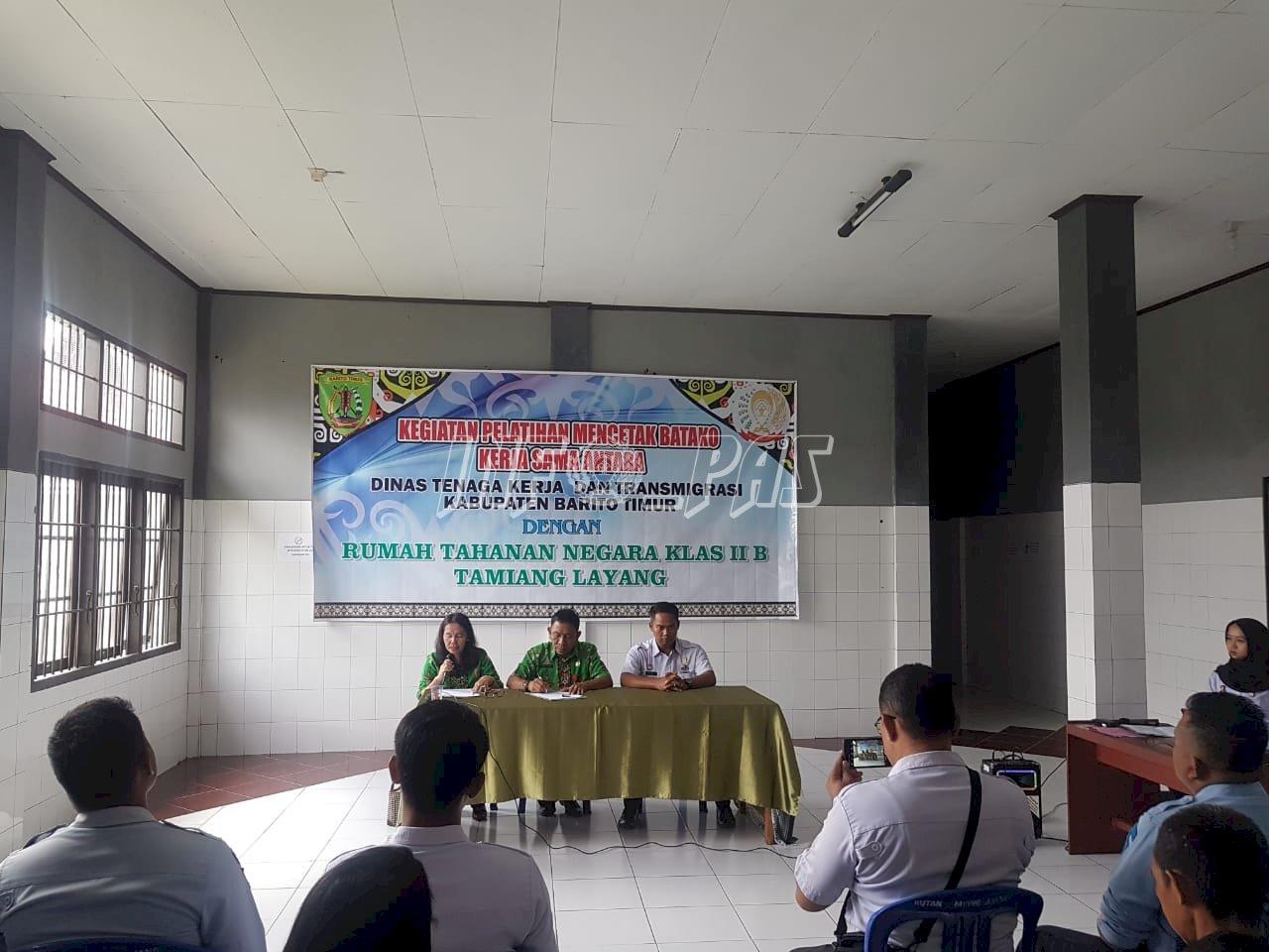 Rutan Tamiang Layang Bekali WBP Dengan Pelatihan Pembuatan Batako